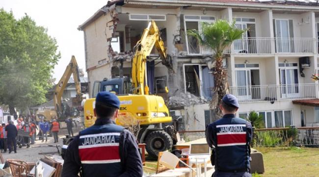 Manavgat'ta tartışmalı otel yıkımı