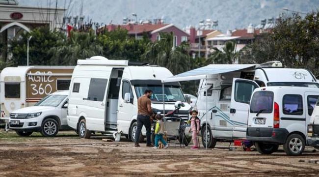 Sahildeki karavanlarda izole yaşam