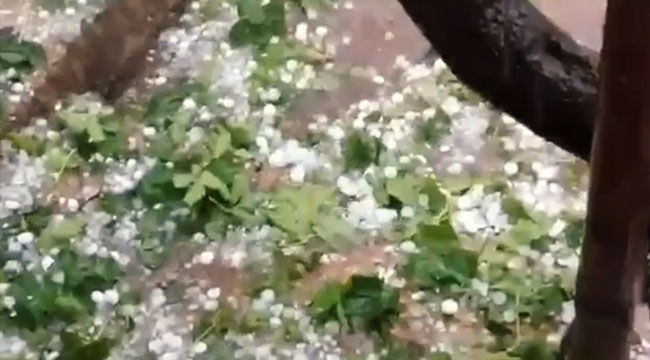 Antalya'da ceviz büyüklüğünde dolu yağdı