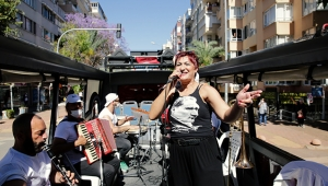 Büyükşehir'in mobil konserleri bayrama renk kattı