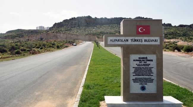 Türkeş'in ismi bulvarda