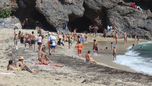 Alanya'da sahiller cıvıl cıvıl