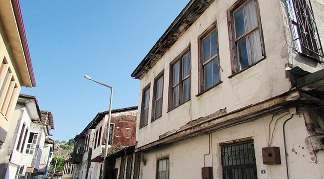Finike'de tarihi binalar yenileniyor