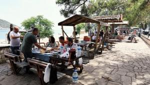 Mesire alanlarında sosyal mesafeli piknik