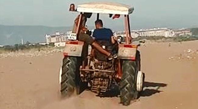 Sahildeki deniz kaplumbağası yuvalarının üzerinden traktörle geçtiler