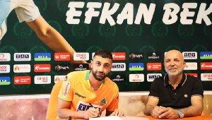 Alanyaspor, Efkan Bekiroğlu'na 4 yıllık imzayı attırdı