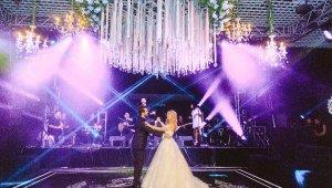 Düğünlerde havai fişeğin yerini ışık şovları aldı