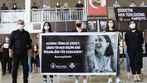 Siyah kıyafetler giyerek kadına şiddeti protesto ettiler
