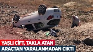 Yaşlı çift, takla atan araçtan yaralanmadan çıktı