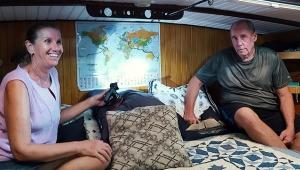 Yaz-kış teknede yaşayan çift, 11 yılda 77 ülke gezdi