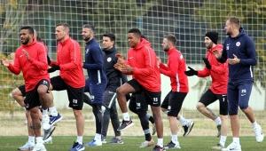 Antalyaspor sahaya iniyor