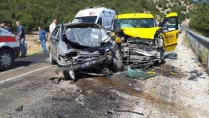 Otomobil ile taksi çarpıştı... Ambulans helikopter yola indi