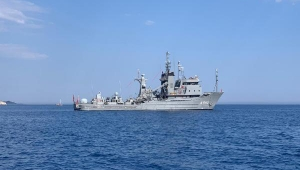 Türk ve Yunan fırkateynlerinin Akdeniz'de bekleyişi sürüyor