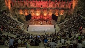 Aspendos'ta gala konseriyle start