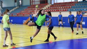 Konyaaltı Kadın Hentbol Takımı tempo yükseltti