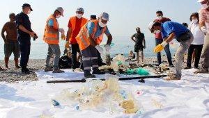Konyaaltı Sahili'nde dip temizliği