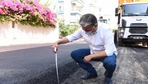 Metreyle asfaltın kalınlığını ölçtü