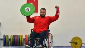 Tekerlekli sandalyesine 'itfaiye hortumu' güçlendirmesi ile şampiyonalara hazırlanıyor