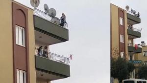 Çatıda intihara kalkışan kadını polis kurtardı