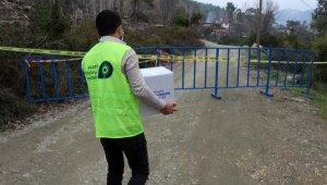 Karantinadaki mahalleye gıda yardımı yapıldı