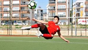 Futbol aşkı hayata bağladı