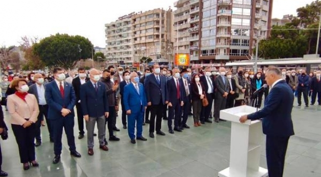 CUMHURİYET MEYDANI'NDA ANITA ÇELENK