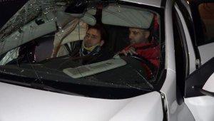 Halk otobüsüyle otomobil çarpıştı: 2 yaralı