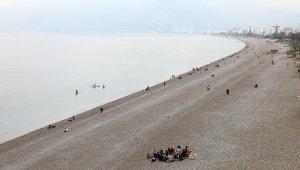 Kısıtlama kalktı sahil ve parklarda maske, mesafe unutuldu