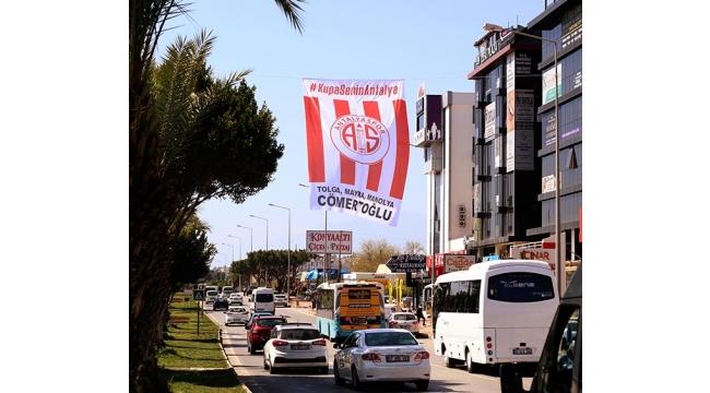 Antalya kırmızı-beyaz