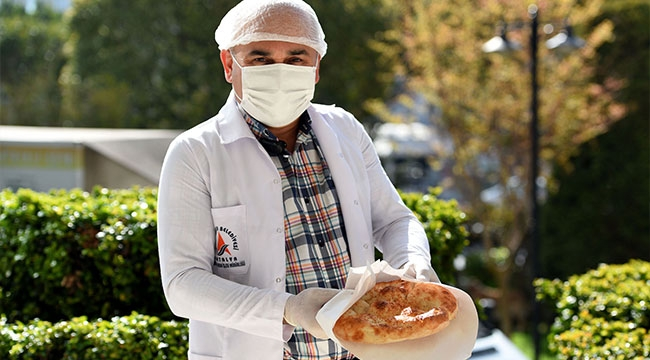 Vatandaşa pide, esnafa iftar paketi dağıtacak