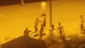 Bir grup genç kavgaya tutuştu