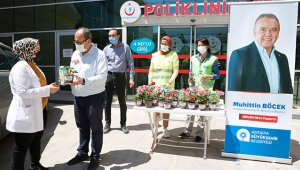 Böcek'ten sağlık çalışanlarına Anneler Günü çiçeği