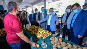 Semt pazarındaki valiye çöpe dökülen sebze serzenişi