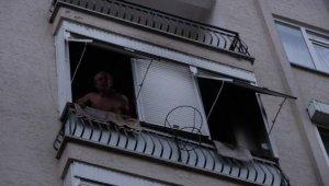 Balkonda strafor yakınca mahalleyi ayağa kaldırdı