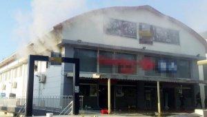 Manavgat'ta zincir market şubesinde yangın
