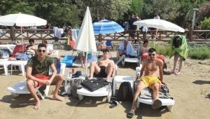 2 Şezlong 1 Şemsiye 200 TL! Tatilciler İsyan Etti: Yazıktır, Günahtır