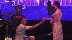 Konserde evlilik teklifi