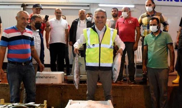 Uysal, sezonun ilk balık mezatına katıldı