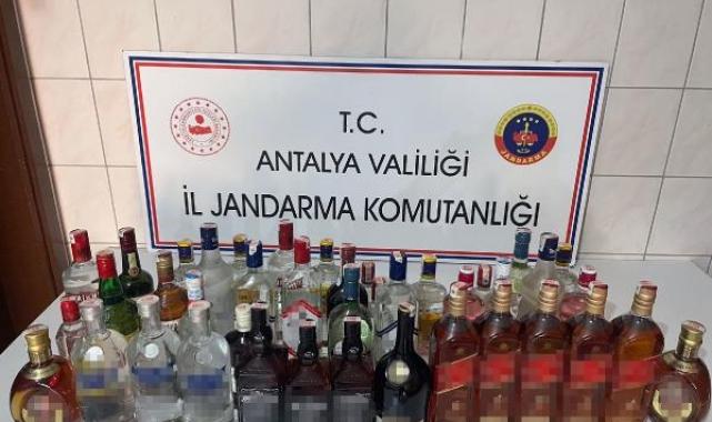 Çalıştıkları otelden çaldıkları 40 şişe içki ile yakalandılar