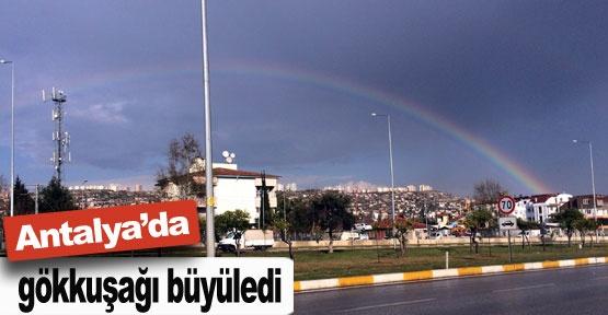 Antalya'da gökkuşağı büyüledi