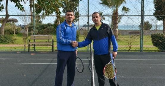 Konyaaltı'nda Tenis Kortlarına Yoğun İlgi