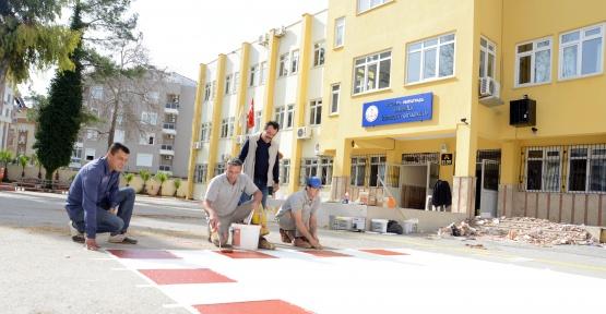 Muratpaşa Belediyesi okulları hazırlıyor
