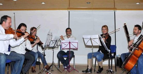 Öğrenciler klasik müzikle tanışıyor